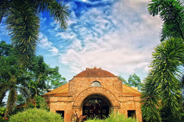 1 tuloy chapel copy